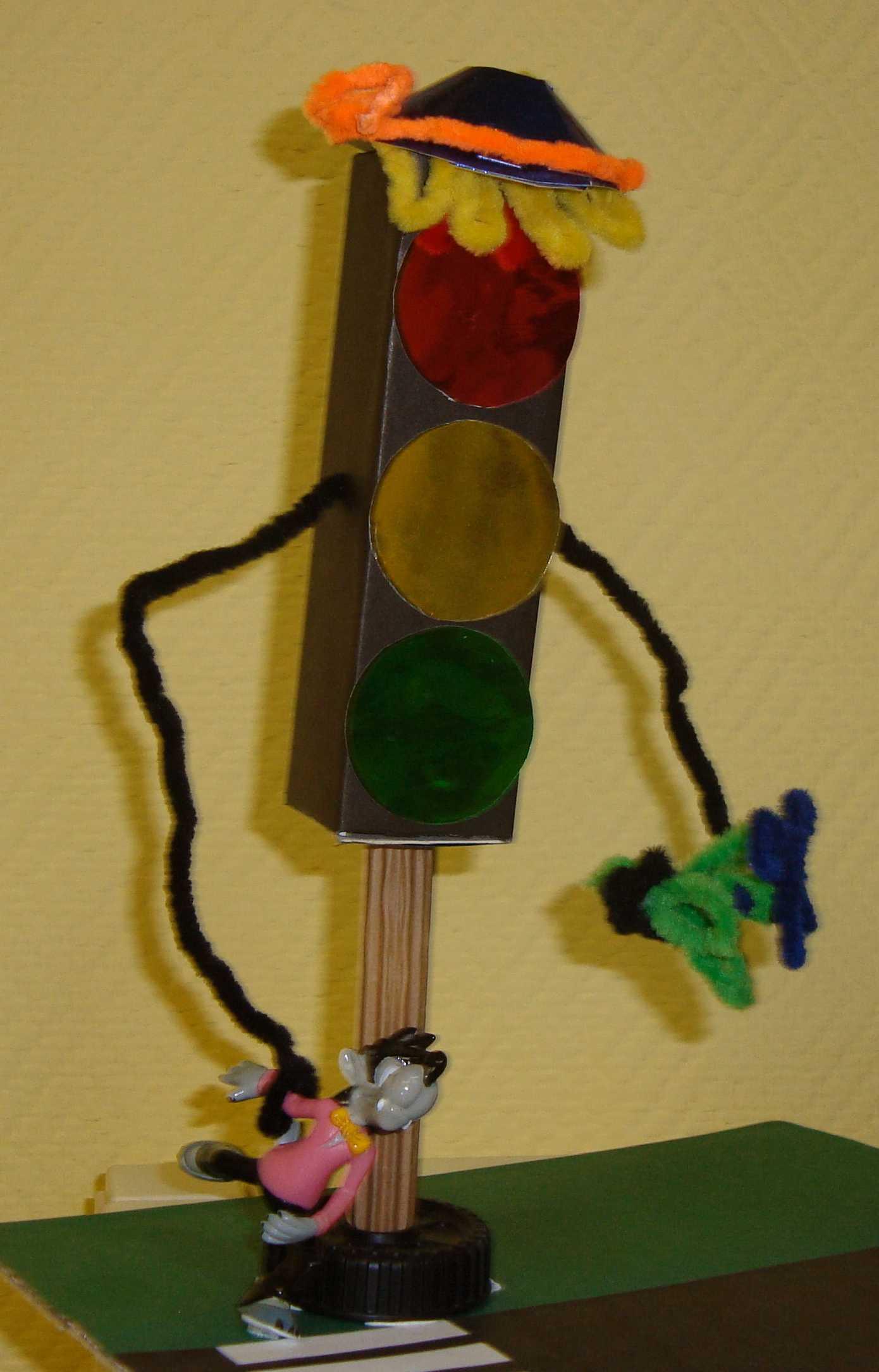 Поделка светофор из подручных материалов